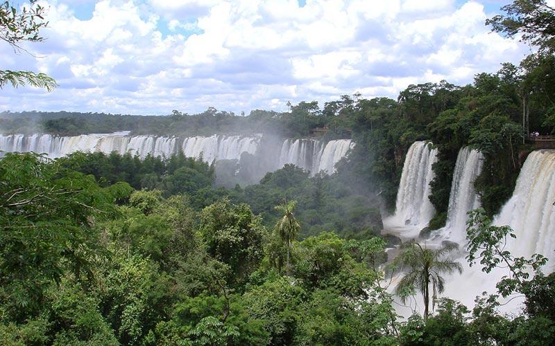 Point de vue lors de votre trekking au Brésil : les Chutes d'Iguazu
